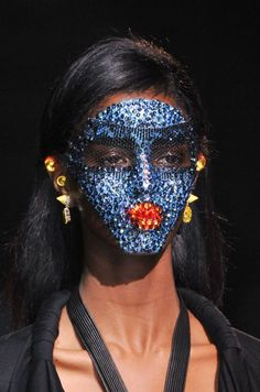 10 Beauty Trends From Fashion Week We'll Be Wearing Now Pat McGrath's wondrous sequin masks, which she created for Givenchy's S/S 14 collection Fashion Mask, Fashion Beauty, 2014 Fashion Trends, 2014 Trends, Runway Makeup, Julien Macdonald, Pat Mcgrath, John Galliano, Spring 2014