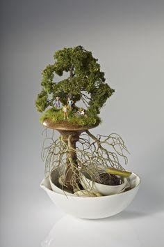 L'artiste Kendal Murray réalise des sculptures miniatures techniques qui plonge le spectateur dans un voyage ludique et imaginative.