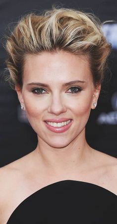 Scarlett Johansson New and Best Photos Of The Year ! - Page 45 of 46 - Daily Women Blog Scarlett Johansson, Wedding Up Do, Diamond Face Shape, Actrices Sexy, Sassy Hair, Olive Skin, Flawless Face, Short Styles, Face Shapes