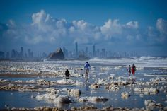 Byron Bay Beach, Wild Weather, Pictures Of The Week, Gold Coast, Rafting, The Guardian, East Coast, Night Life, Fotografia