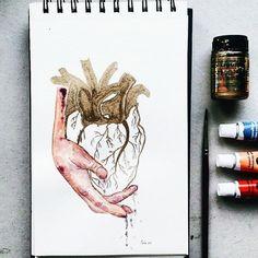 💛My heart is gold and my hands are cold. 👋Lo que se aleja de los ojos, permanece en el corazón y en las manos (#nereadelgado) 🍇Valora't, cuida't, estima't #art #arte #draw #drawing #sketch #dibujo #ilustration #ilustracion #artwork #artsy #artistic #fineart #shareart #aquarela #watercolor #heart #corazon #artsy #inspiration #diseño #instaart #love #cor #hands #sketch #sketching #artlovers #artshare #gold