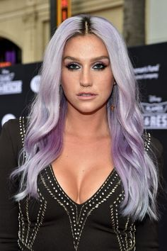 Kesha's pretty eye makeup (and hair, obvs)