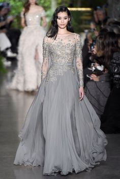 Elie Saab Couture Spring 2015 – Slideshow - Street Fashion, Casual Style, Latest Fashion Trends - Street Style and Casual Fashion Trends Elie Saab Couture, Beautiful Gowns, Beautiful Outfits, Elegant Dresses, Pretty Dresses, Couture Dresses, Fashion Dresses, Haute Couture Fashion, Couture 2015