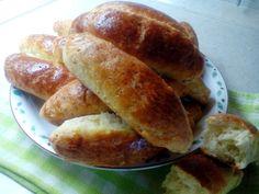 Рогчета със сирене       Необходими продукти:   550 гр.брашно,  2/3 чаена чаша/160 мл./ кисело мляко,  2/3 чаена чаша/160 мл/ стопена свинск...