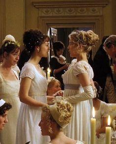 Keira Knightley as Elizabeth Bennet and Rosamund Pike as Jane Bennet in Pride and Prejudice (2005).