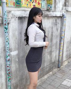 멜크 ❤️ Korean Beauty, Asian Beauty, Today Pictures, Fashion Poses, Girl Next Door, Aesthetic Photo, School Uniform, Leather Skirt, High Waisted Skirt