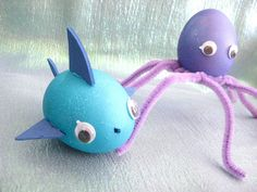 Great Fish (and Octopus) Inspired Easter Egg Ideas Bunny Crafts, Easter Crafts For Kids, Easter Gift, Happy Easter, Easter Party, Easter Treats, Easter Decor, Easter Egg Designs, Diy Ostern