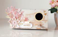 Un nido de madera para pájaros resulta ideal para contar una bonita historia de amor. A través de unas bonitas tarjetas conseguimos un nido repleto de amor.