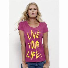 """Sehr schönes Woman T-Shirt in raspberry mit dem lässigen Motto """"Live your life"""". Das zu 100% aus Bio-Baumwolle ringgesponnene Damen-T-Shirt von Stelle Loves ist mit einem klassischen U-Boot-Rundhalsuusschnitt und einem schmalen Kragen aus 1x1 Rippstrick versehen. Zudem besitzt dieses hochqualitative T-Shirt ein Nackenband;, die Nähte an Saum und Ärmeln sind verdeckt. Das  Produkt ist 120 g/m² leicht Bitte beachten Sie die Pflegehinweise auf www.ajz-shirts.de."""