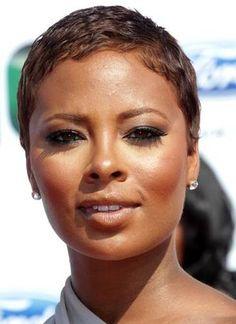 coiffure cheveux courts crépus | 6025 - Femme élégante aux cheveux afro coupés très court