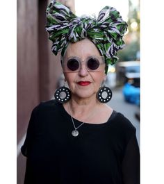 Tutti in Square Circle Sunglasses via Advanced Style Turban Style, Ageless Beauty, Advanced Style, Glamour, Aging Gracefully, Old Women, Style Icons, Personal Style, Fashion Accessories