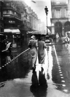 Paris sous la pluie en aout 1934 !