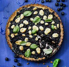 Mustikan ja basilikan epätavallinen liitto toimii hyvin. Summer Recipes, Vegetable Pizza, Acai Bowl, Basil, Blueberry, Food And Drink, Sweets, Breakfast, Desserts