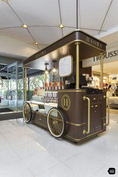 Food Cart Design, Food Truck Design, Coffee Carts, Coffee Truck, Mobile Food Cart, Opening A Coffee Shop, Mobile Cafe, Food Kiosk, Pastry Design