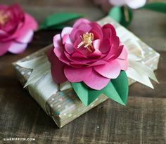 ✂ That's a Wrap ✂ diy ideas for gift packaging and wrapped presents - paper roses