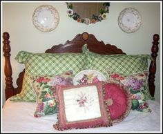 English Country Cottage Guest Room: Bed Pillows
