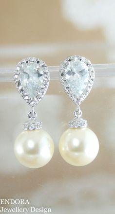 Pearl drop earrings | wedding jewelry | pearl wedding jewelry | cream pearl earrings | pearl earrings | Swarovski cream pearl | www.endorajewellery.etsy.com