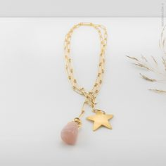 Ise Soldevila - Joyas ® | CV_06 #Collar de cadena en plata bañada en oro de 24 quilates y ambos extremos quedan adornados con una estrella de latón bañada en oro y un cuarzo rosa. Pedidos: contacto@isesoldevila.com