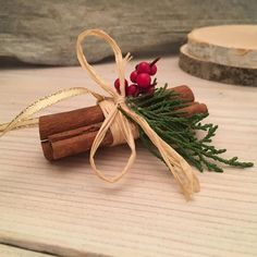 Natural Christmas Ornaments, Vintage Christmas Crafts, Christmas Projects, Christmas Tree Decorations, Cinnamon Ornaments, Old Fashioned Christmas, Craft Stick Crafts, Homemade Christmas, Cinnamon Sticks