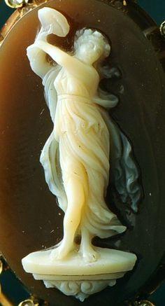 Camée 19e siècle en agate, Ménade. France, 1870