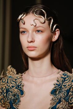 The complete Valentino Spring 2016 Couture fashion show now on Vogue Runway. Couture Mode, Style Couture, Couture Fashion, Runway Fashion, Fashion Show, Fashion Outfits, Fashion Design, Fashion Spring, Paris Fashion