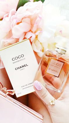 Perfume clears away any nasty 😷 smell or odour you want to get rid of, as well as deodorant, a great alternative to having a shower 🚿 Chanel Perfume, Cosmetics & Perfume, Paris, Coco Chanel Mademoiselle, Rose Gold, Beauty Packaging, Body Treatments, Unusual Gifts, Smell Good