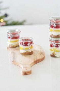 Dessert im Glas: Rezept für leckeres Schichtdessert im Glas. Ein super Nachtisch bei vielen Leuten und gut vorzubereiten: Der perfekte Nachtisch bei vielen Leuten: Schichtdessert im Glas. Zu Silvester gibt es bei uns die Variante fluffig-fruchtig: https://bonnyundkleid.com/2015/12/rezept-schichtdessert-im-glas/