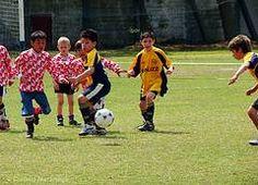 ¿Sabías que los ejercicios de fútbol para niños son importantes? Los ayudan a concentrarse mejor en el desarrollo de las técnicas básicas de este deporte, desarrollando un grado elevado de perfeccionamiento, primordial para futuros rendimientos en el alto nivel. ¡Descubre cuáles son los mejores!