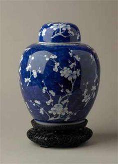 Khiangxi Prunus jar century with hardwood stand Blue And White China, Blue China, White Plum, Japanese Porcelain, China Porcelain, Art Japonais, China Art, Chinese Ceramics, Pottery Art