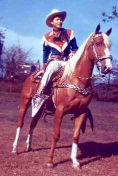 """Roy Rogers mounted on """"Pal"""" with the signature Bohlin saddle."""