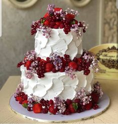 YES OR NO? Amazing cake with berries by i love so much hers cakes. The colours are so amazing. Beautiful Cakes, Amazing Cakes, Foto Pastel, Occasion Cakes, Cake Shop, Fancy Cakes, Cake Tutorial, Tiered Cakes, Let Them Eat Cake