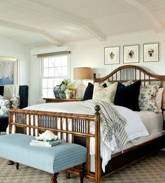Big+comfy+bed+and+soothing+beach+colors+-+beach+house+design
