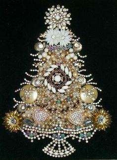 NOTE: page is in Russian. Not a tutorial, but includes beautiful examples of Christmas trees made from old jewelry. Jeweled Christmas Trees, Christmas Tree Art, How To Make Christmas Tree, Christmas Jewelry, Handmade Christmas, Christmas Decorations, Christmas Ornaments, Xmas Trees, Tree Decorations