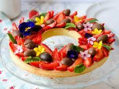 Tarte aux fraises de Pâques comme une couronne de fleurs - par CeriseetPraline