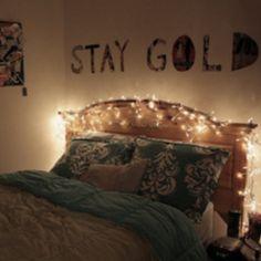 Cute bedroom idea. :)