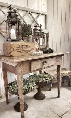 Neutral Winter - Christmas Display - via Inspiration i vitt: Julinvigning Decor, Farmhouse Decor, Chic Kitchen, Rustic Vintage Decor, Rustic Decor, Rustic White, Home Decor, Shed Interior, Rustic Dining Table