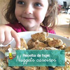 Monica e Lily mostram como fazer Nuggets em casa. A criança curte o processo, os pais o produtos final!