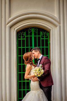 Sedinta foto in ziua nuntii  #wedding #photoshoot #bride #groom #fotograf #nunta Couple Posing, Wedding Photoshoot, Couple Photography, Groom, Wedding Day, Poses, Engagement, Bride, Wedding Dresses