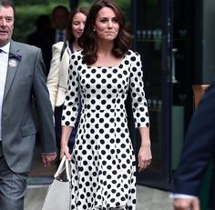 Kate Middleton Photos Photos: The Duchess of Cambridge Visits the All England Lawn Tennis and Croquet Club Kate Middleton Wimbledon, Moda Kate Middleton, Style Kate Middleton, Kate Middleton Photos, Wimbledon Tennis, Princesa Kate Middleton, Princess Kate, Victoria Beckham, Royalty