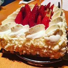 Strawberry shortcake #whitechocolate #strawberryshortcake #yummyfood #dessert #cream #premieremoisson  by pinkalicious848
