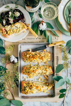 Zalm uit de oven met krokante kruidenkorst & rode bietensalade, een lekker recept voor doordeweeks of in het weekend. #zalm #vis #kruiden #recept #lekker #lekkereten #rodebietjes #mierikswortel