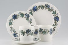 Susie Cooper - Art Nouveau - Blue - Chinasearch is Europe's largest retail specialist in discontinued china.