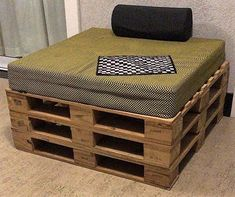 recycled pallets made daybed
