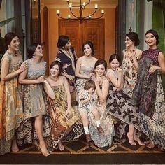 Modern design of batik and lace Batik Fashion, Ethnic Fashion, Asian Fashion, Womens Fashion, Kebaya Lace, Batik Kebaya, Dress Batik Kombinasi, Mode Batik, Blouse Batik