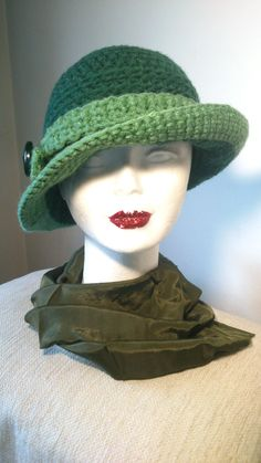 Sombrero clásico Crochet. El verde color estrella de este invierno 2013.2014 .https://www.facebook.com/GorrosBoinasCrochet