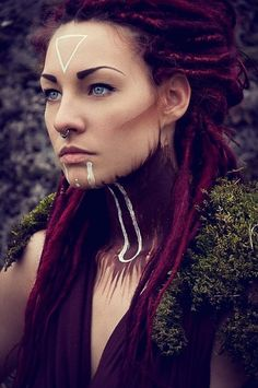 I look upon these dreads with great longing. I had purple dreads once too, and… I look upon these dreads with great longing. I had purple dreads once too, and… – Das schönste Make-up Makeup Inspiration, Character Inspiration, Tribal Makeup, Fantasy Makeup, Costume Makeup, War Paint, Face Art, Halloween Makeup, Halloween Costumes
