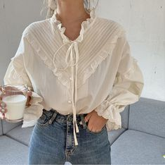 Blouse Vintage, Vintage Dresses, Vintage Outfits, Look Fashion, Korean Fashion, Fashion Outfits, Romantic Style Fashion, Fashion Blouses, Spring Fashion Casual