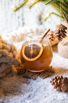 Naughty and Nice Cinnamon Toddy —> the perfect cocktail to warm up to. My recomm… – Recipes Party Drinks, Fun Drinks, Yummy Drinks, Alcoholic Drinks, Beverages, Thanksgiving Drinks, Christmas Cocktails, Holiday Cocktails, Frozen Cocktails
