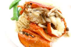 Braised Ee-fu Noodle with Boston Lobster In Wild Mushroom Sauce & Truffle Oil. And other Crystal Jade Dining IN Signature Dishes http://danielfooddiary.com/2017/01/08/crystaljadediningin/