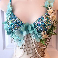 Blue Green Mermaid Rave Bra – Custom Order This rave bra is perfect for a lady going to an EDM music festival such as EDC, Ultra, and others! Costume Halloween, Diy Costumes, Dance Costumes, Woman Costumes, Couple Costumes, Group Costumes, Couple Halloween, Adult Costumes, Pirate Costumes